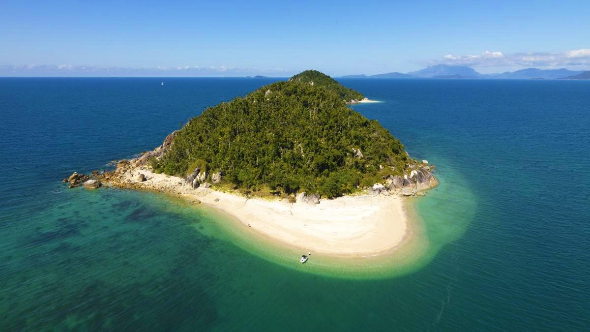 Bedarra Island: GreatBarrierReef.com.au